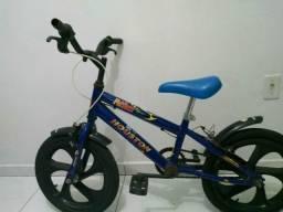 Bicicleta menino linda