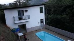 Casa duplex com piscina no centro de Santa Leopoldina
