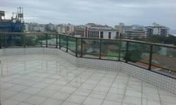 Cobertura com área gourmet com vista mar a 3 quadras da Praia do Forte