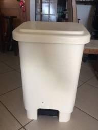 Lixeira coletor retangular com pedal - 50 litros