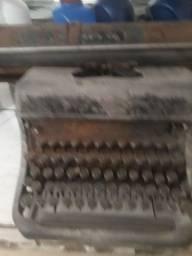 Máquina de escrever antiga para colecionador