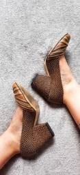 Scarpin glamuroso em couro Tanara
