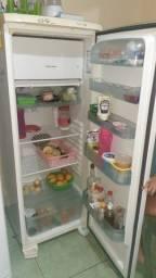Título do anúncio: Vende-se geladeira