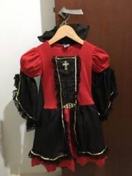 Título do anúncio: Fantasia de Vampira com capa!!!