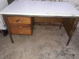 Mesa com tomada