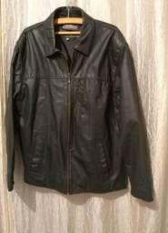 Jaqueta de couro e celular