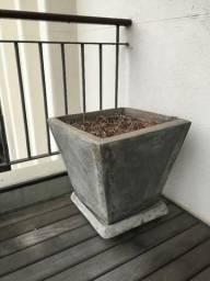 Vaso de Cimento Queimado. Usado. Retirada SP Capital