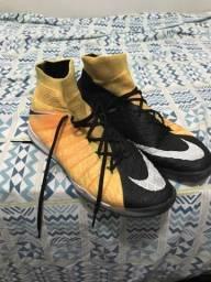 ff4ff838aa Chuteira Nike salão hypervenon profissional 43 44