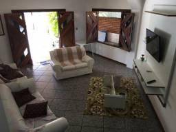 Casa ampla e bem localizada no Arauá