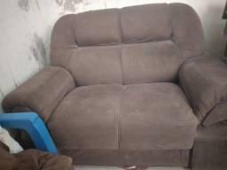 Sofá meio usado