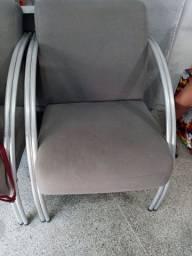 Poltrona nova, mesa de alongamento se unha e pulf