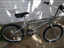 Bicicleta GT BMX relíquia