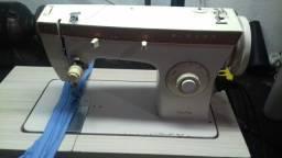 Maquina de costura singer modelo 247. Reta e zig zag