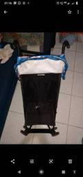 Vendo um carrinho de bebê guarda chuva,super prático