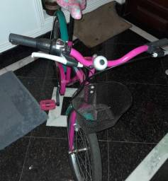 Bicicleta infantil aro:20 da Barbie com pouco uso.