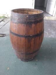 Barril decorativo    50 litros  R$ 200,00