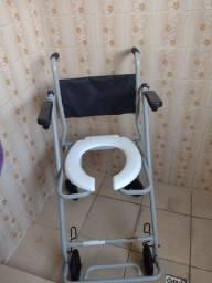 Cadeira higiênica e cadeira de rodas