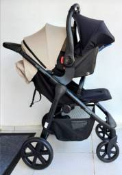 Carrinho de bebê Okini ABC com bebê conforto