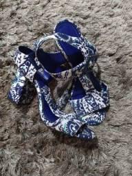 Sandália Estampada com azul