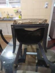 Mesa com madeira e tampo de vidro