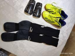 Kit completo: Chuteira futsal, caneleira e meião