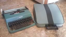 Máquina de Escrever Olivetti Lettera 32 quase nova com case de couro. Aceito cartão