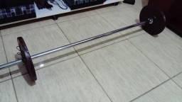 1 barra grande e 2 anilhas de 10kg.