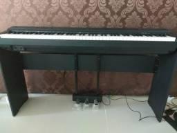 Piano digital yamaha p-125 com estante e pedal triplo