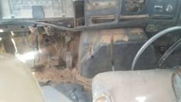Caminhão internacional ano 2001 pra aproveitar peças. Fone *
