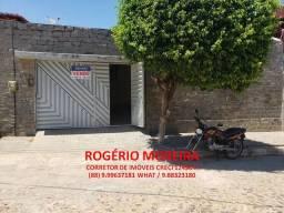Vende-se casa ampla, arejada, em excelente localização, no bairro São Miguel