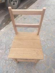 Cadeira de madeira maciça sem acabamento - R$ 40 reais