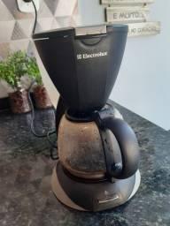 Cafeteira Eletrolux...funcionand normal...otima e festa!!