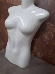 Manequim feminino meio corpo