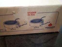 Título do anúncio: Fritadeira eletrica 127v seminova
