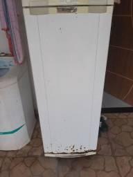 Duas geladeiras