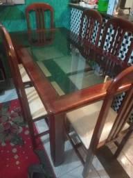 mesa de jantar com vidro fume( semi nova ) entrego