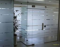 Adesivos para vidros e paredes
