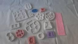 16 forminhas de silicone para biscuit ou culinária