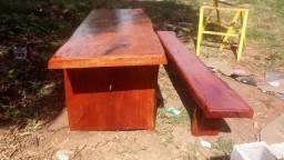 Jogo de mesa com 2 bancos rústicos
