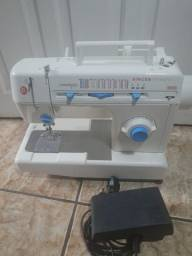 Título do anúncio: Máquina de costura Facilita.