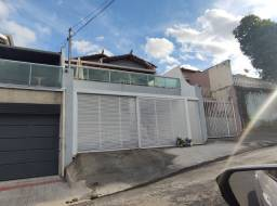 Título do anúncio: Linda Casa 3 quartos suíte, 02 vagas no melhor ponto do Bairro Teixeira dias em Belo Horiz