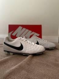 Chuteira Nike branca