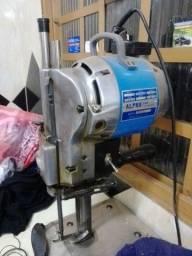 Máquina de cortar tecido vendo ou troco...