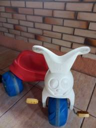 Motoca triciclo bandeirantes