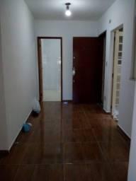 Aluga-se apartamento no Jardim Gloria.