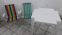 Vendo 2 cadeiras de praia de alumínio mais a mesa plástica