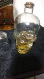 Vendo caveira de vidro para colocar bebidas