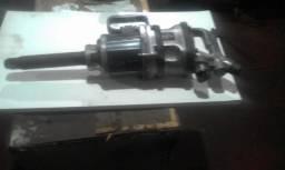 """Chave Pneumática de Impacto de 1"""" para retirar parafusos ou porcas de rodas de caminhão"""