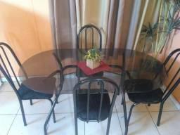 Mesa de vidro com 4 cadeiras semi nova