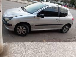 Vendo um Peugeot 206   7000